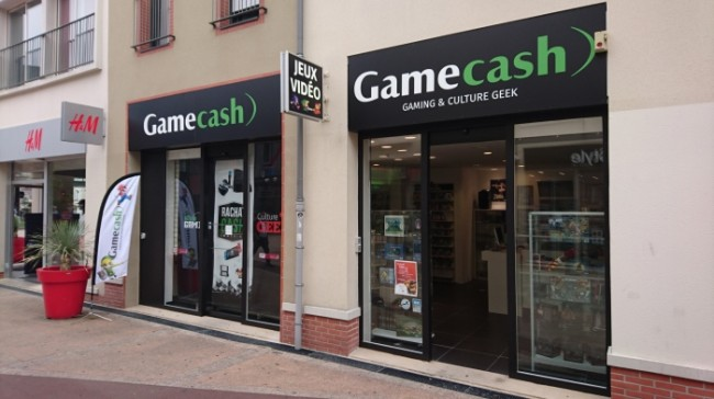 gamecash cholet vitrine culture geek