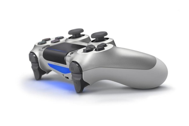 Manette PS4 argentée nouvelle version v2 (4)
